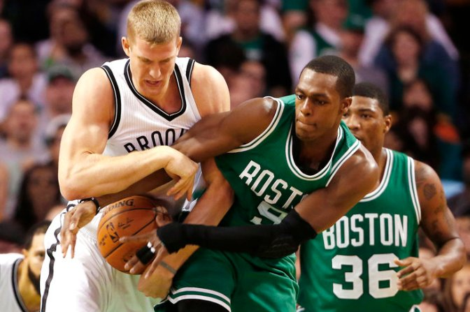 Celtics roll in home opener thanks to team effort led by Rondo